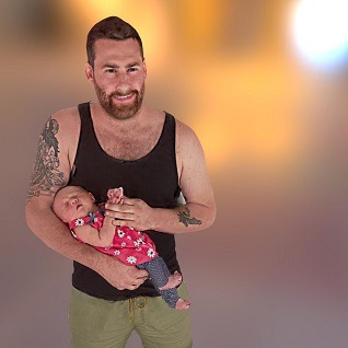 /images/gallery/father-and-newborn-3d-selfie-318.jpg
